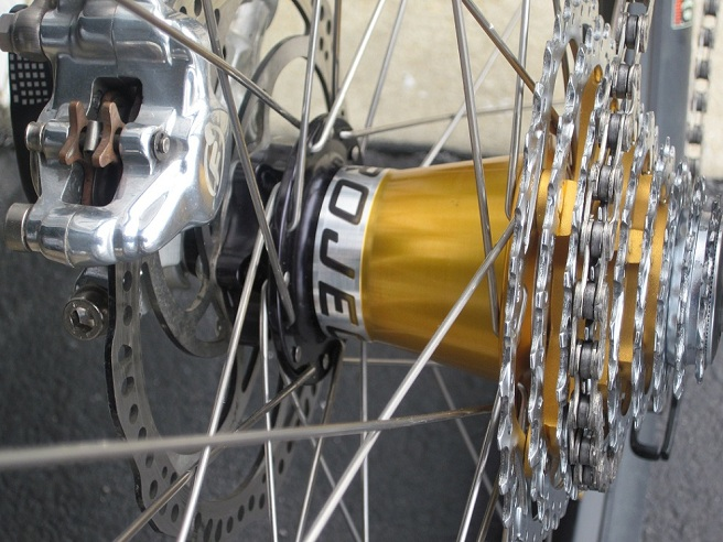 New Lefty-ied 2011 Epic-rear-hub-closeup-66.jpg