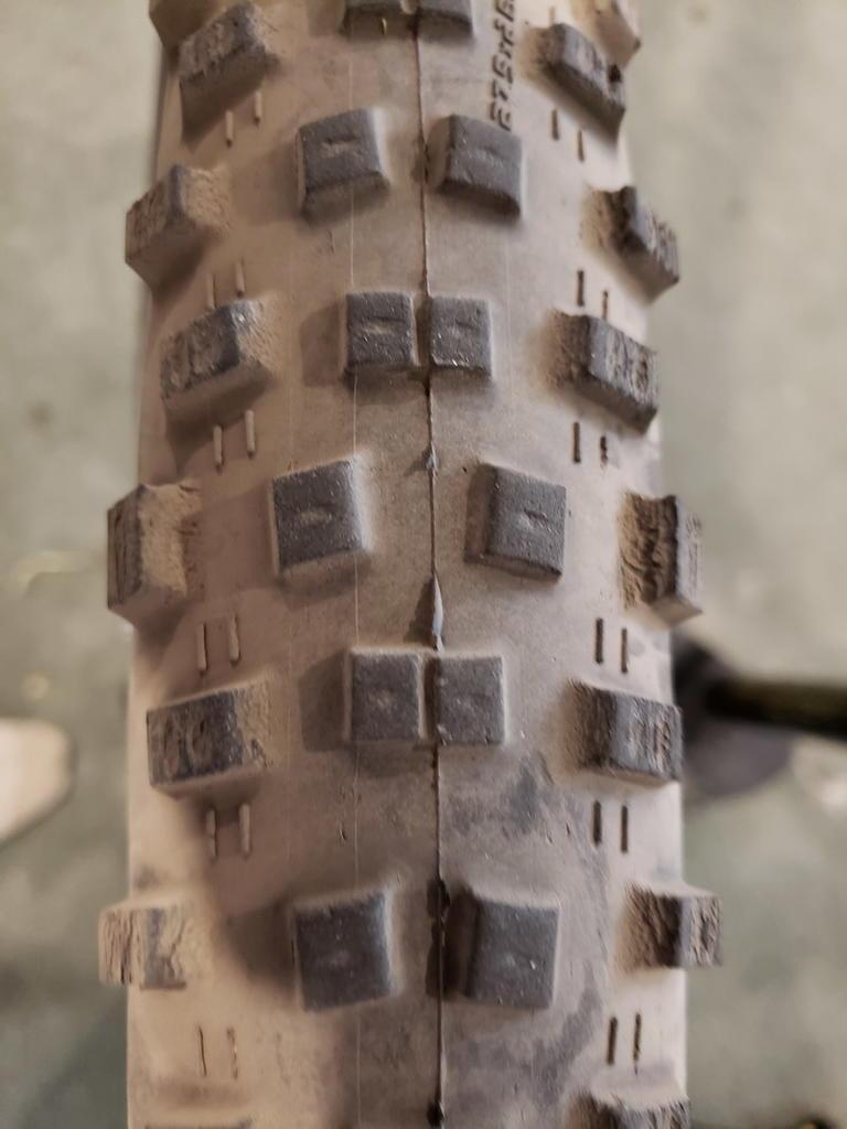 fast rolling xc tires... comparison/evaluation (ikon vs rara)-resize-tire.jpg
