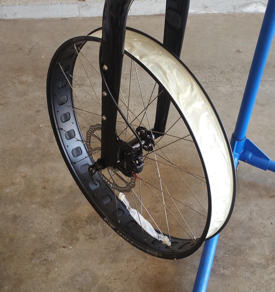 Mulefut SL80 rims tubeless-rim-taped.jpg