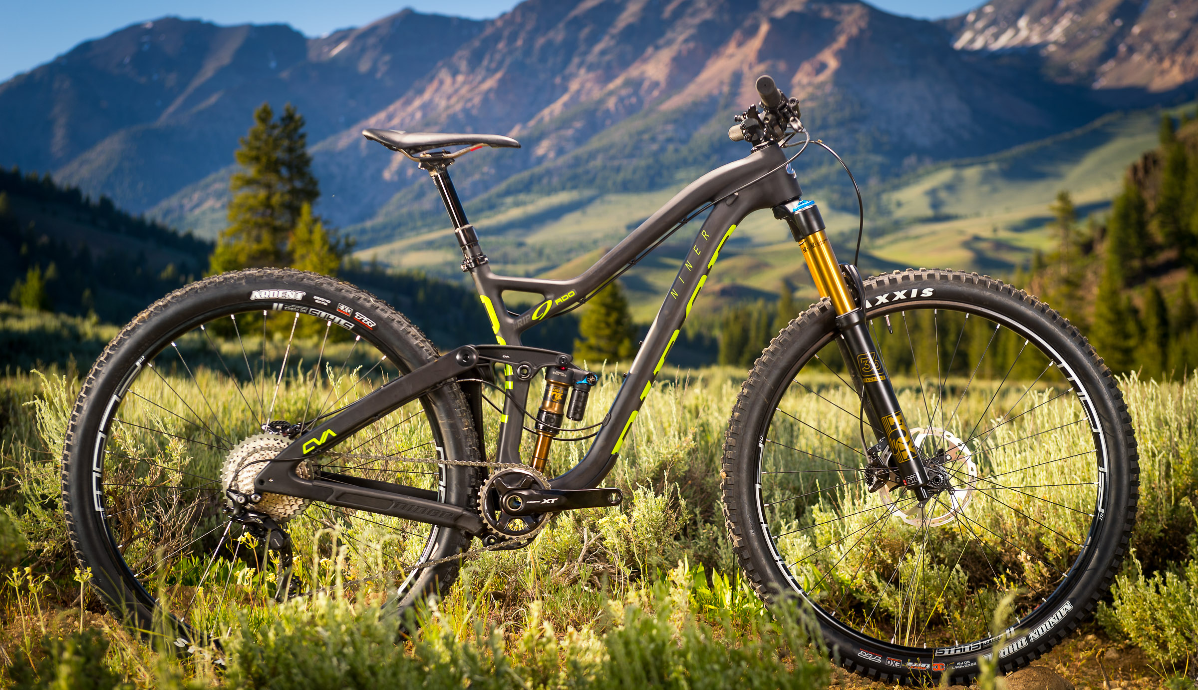 The 29er versions are mated to boost 160mm forks up front, translating to a 67-degree head angle.