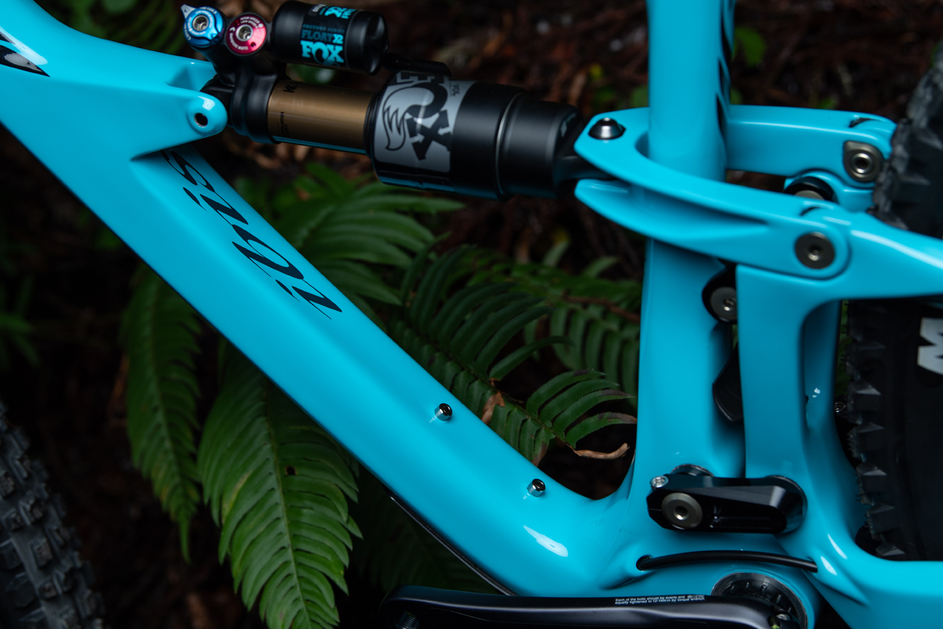 Full internal dropper seatpost routing makes the new Ripmo compatible with longer dropper seatposts.