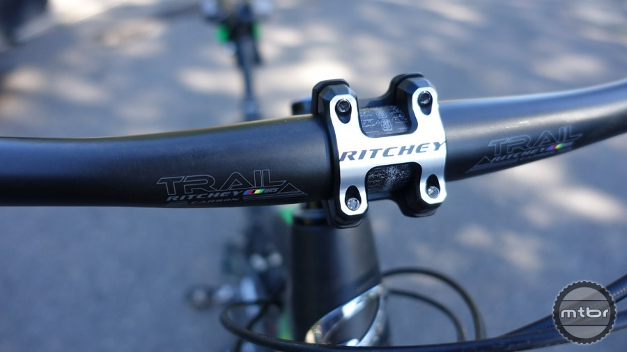 The WCS Carbon Trail Flat bar has two sets of low-key graphics so that they are readable whether the bar is in the rise or drop position.