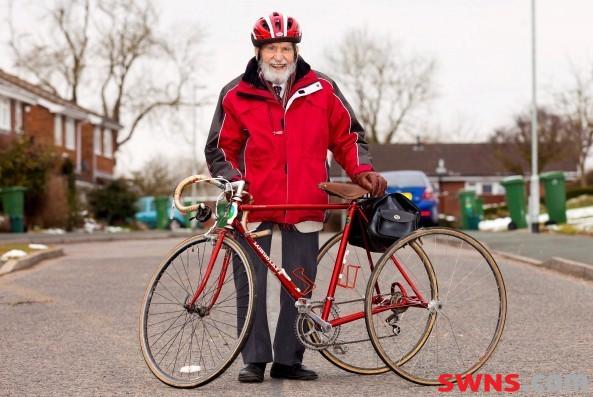 Riding Roadie trike at 100..and raced one in 1936-roadietrike2013.jpg