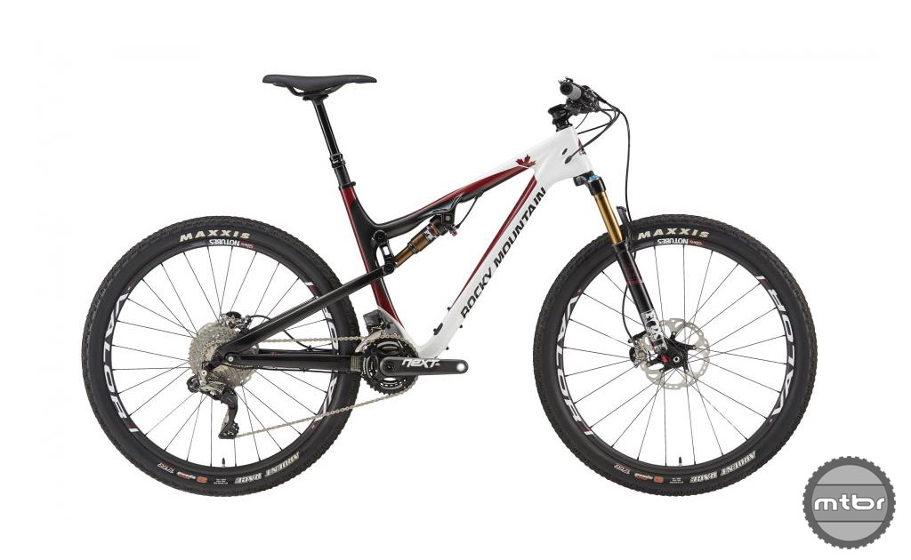 The Rocky Mountain Thunderbolt 799 MSL has a smoothwall carbon frame that  produces a lightweight bike that is stiff, light and efficient. The frame weight alone is a claimed 2350 grams.