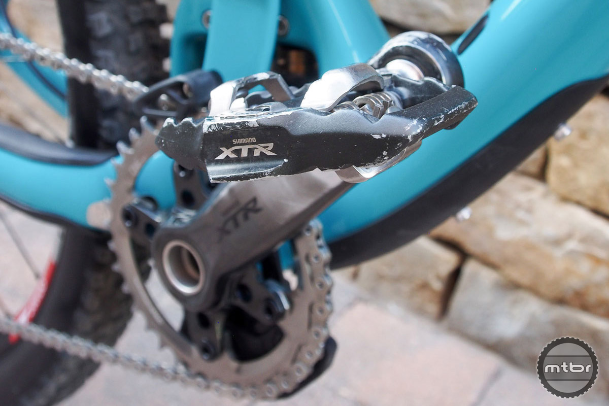 Well worn Shimano XTR pedals help Rude put down the power in pedaling sections. Cranks are also Shimano XTR.