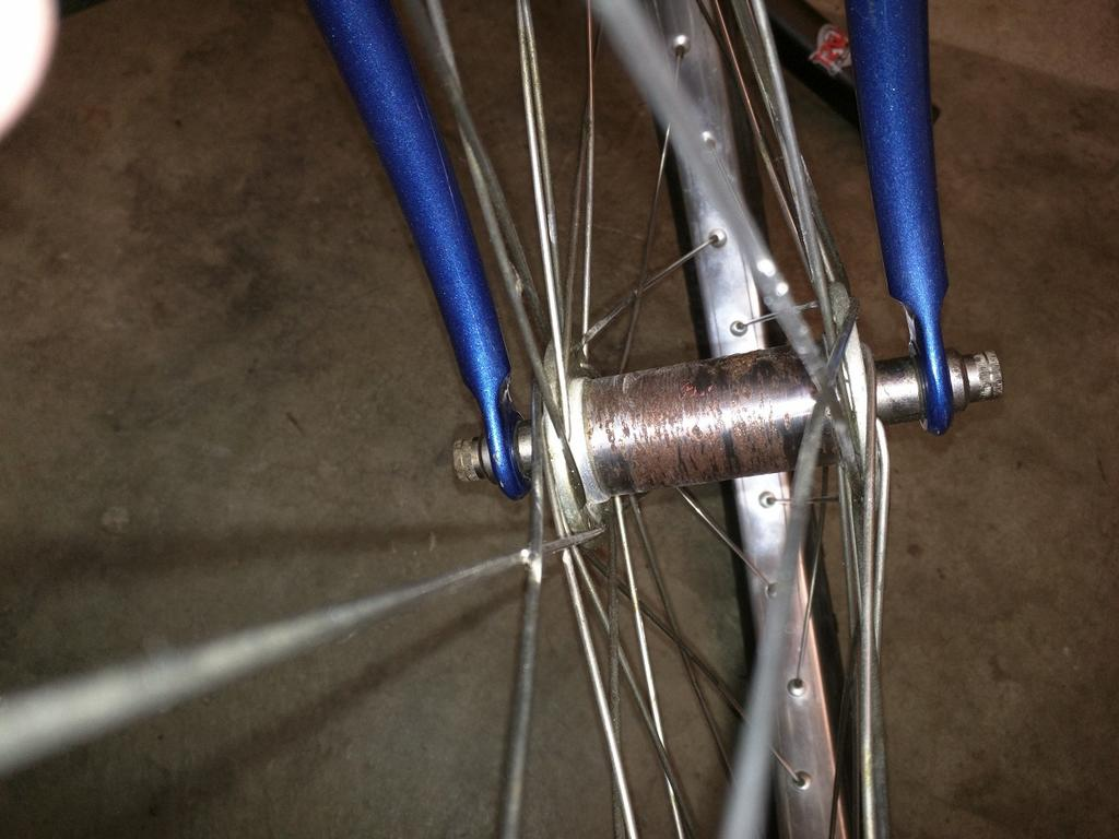 What Model early 80's Ritchey is this?-rusty-front-hub-1.jpg
