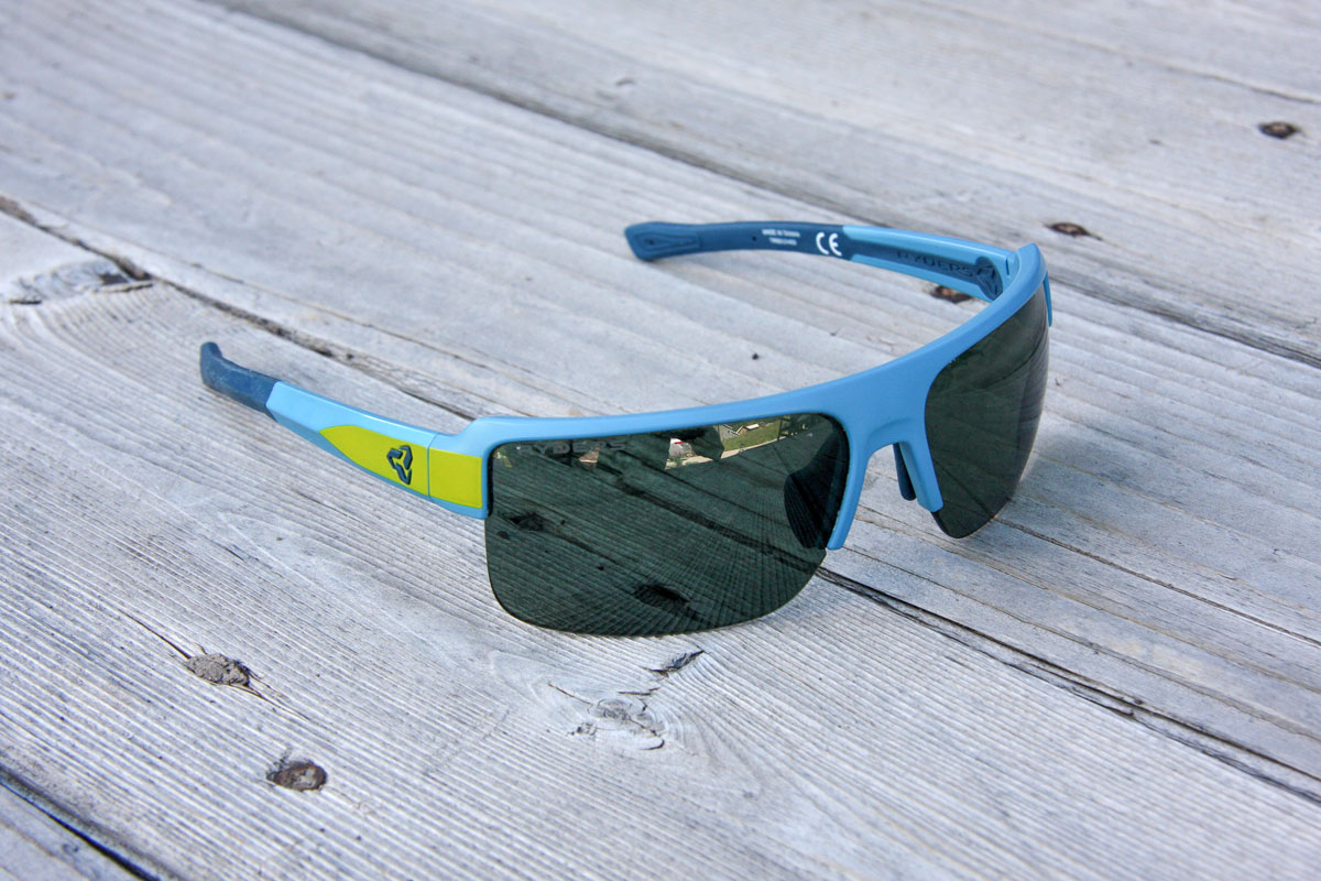 Ryders has attempted to rectify issues with polarization with its Seventh veloPOLAR antiFOG sunglasses, which purport to offer all the good of polarized lenses without the bad.