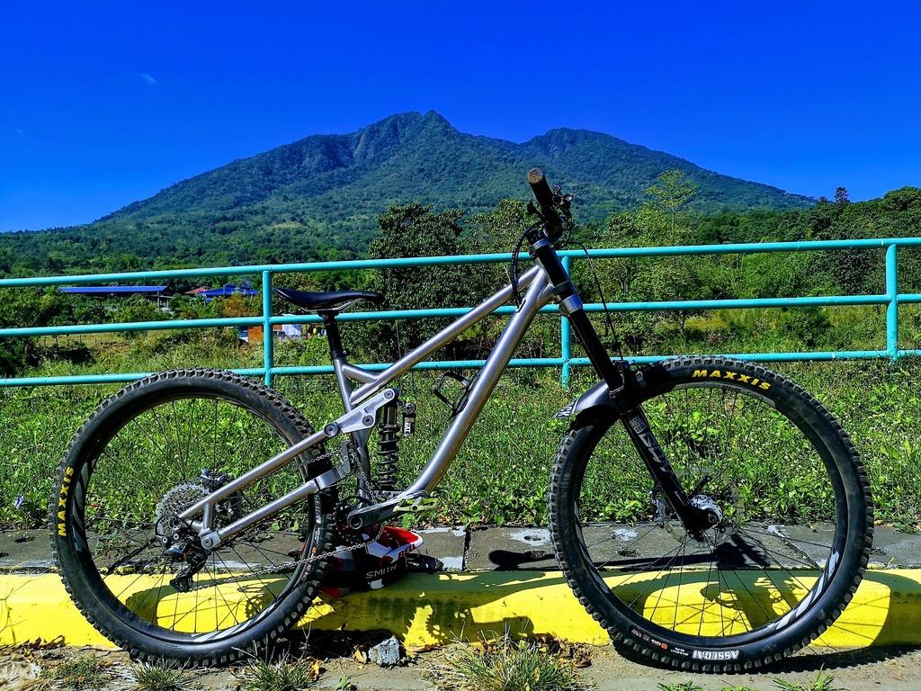 Is a good climbing downhill bike an All mountain bike?-s1600_img_20200104_115048.jpg
