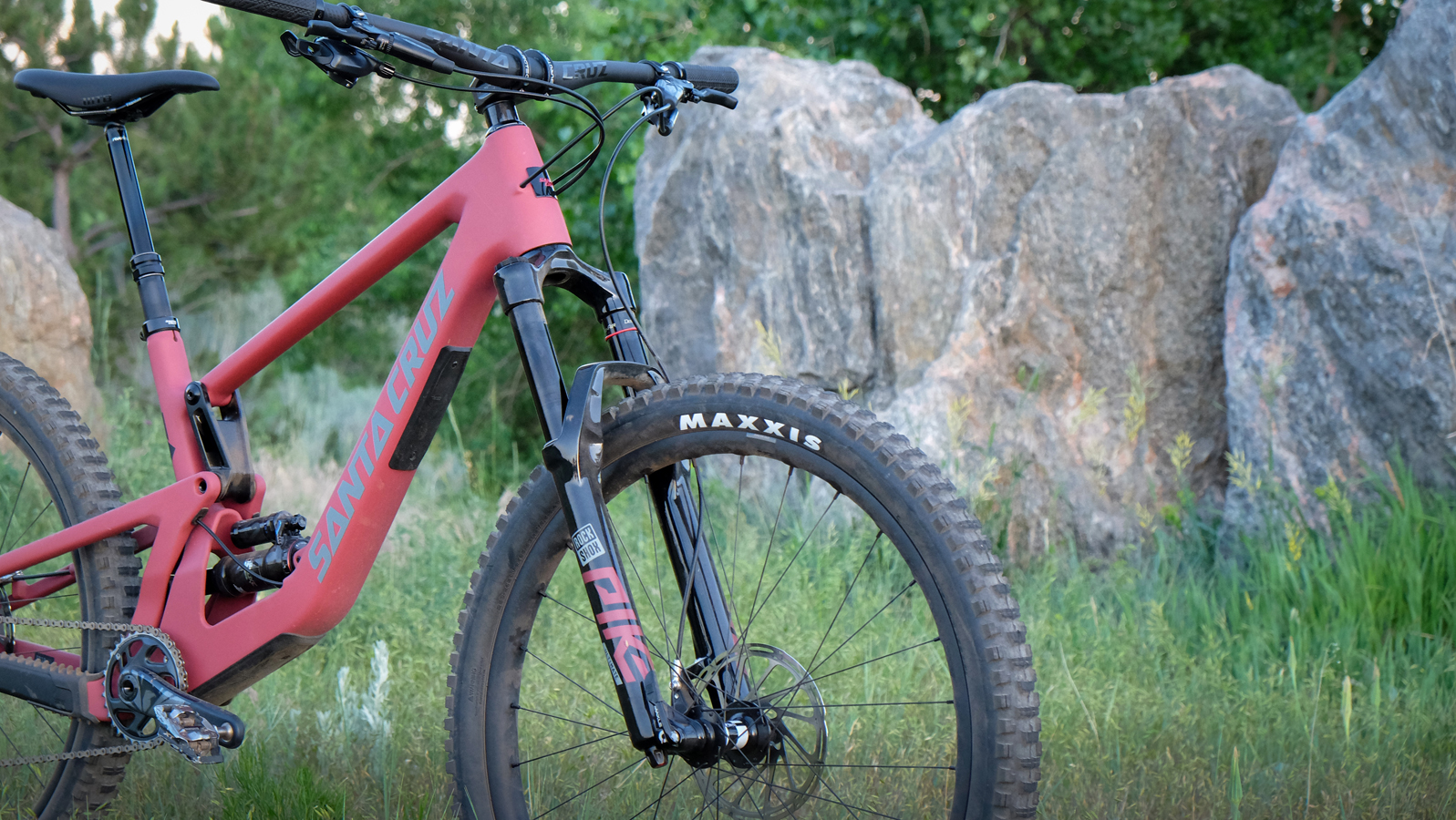 The 5010 is nimble, sporty, and helps riders find new lines on familiar trails.
