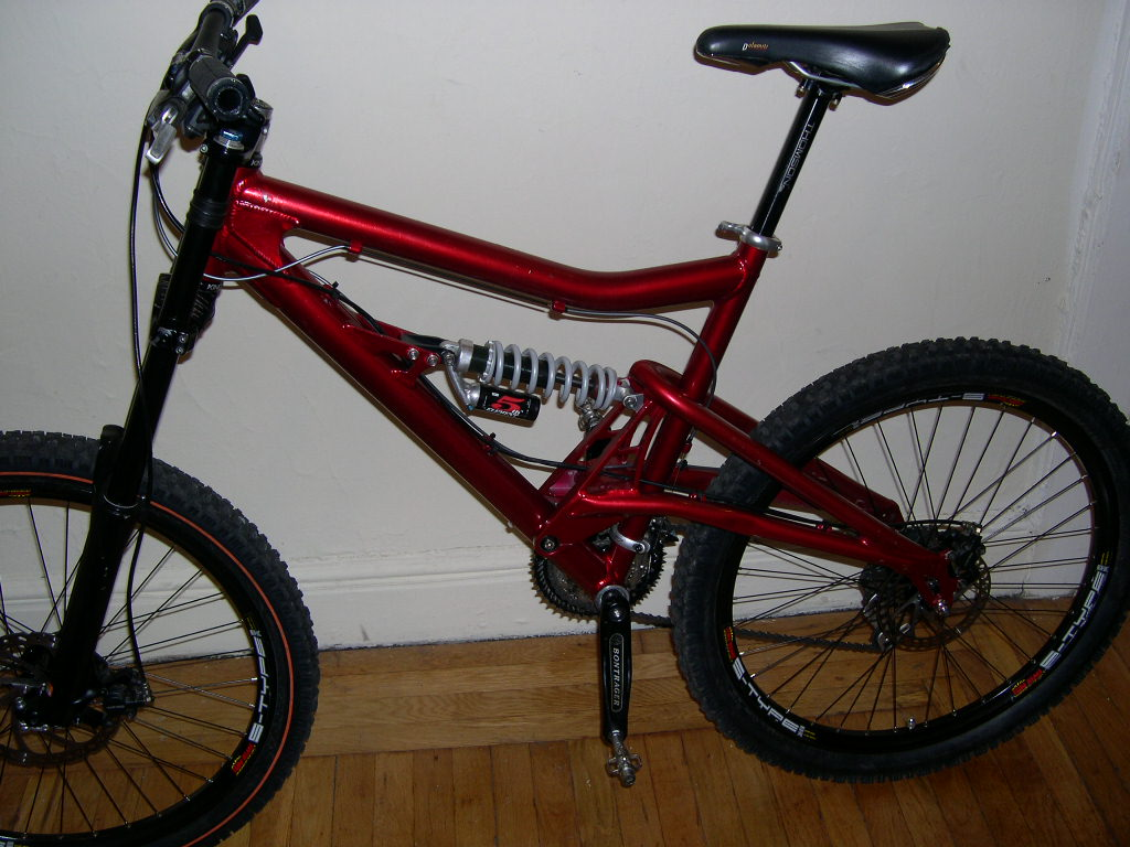 STOLEN Red MTBs (in Santa Cruz): Niner One9 SS and Santa Cruz Bullit DH-santa-cruz-bullit-jeff%40jeffmerlet.com.jpg