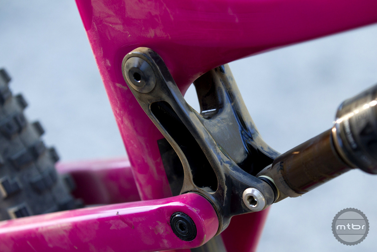 The upper link now hangs from the top tube instead of the seat tube. This allows the top tube to be lowered.