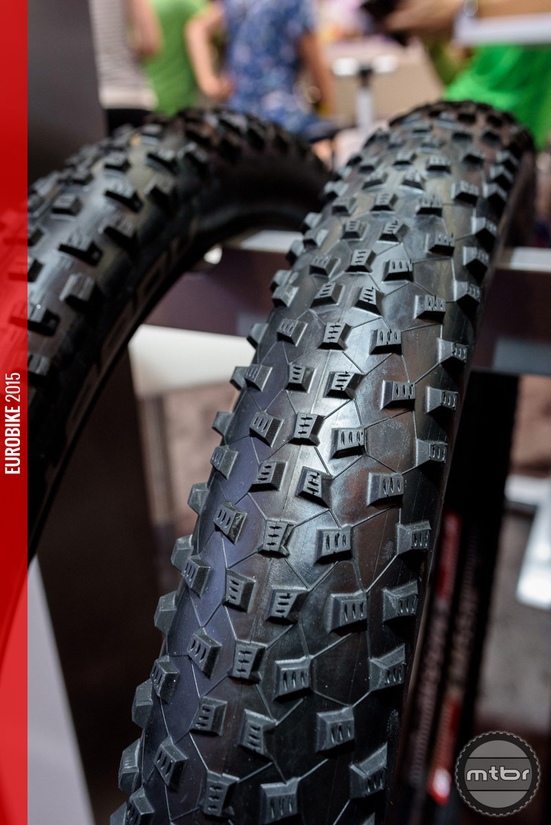 Schwalbe Rocket Ron in plus size.