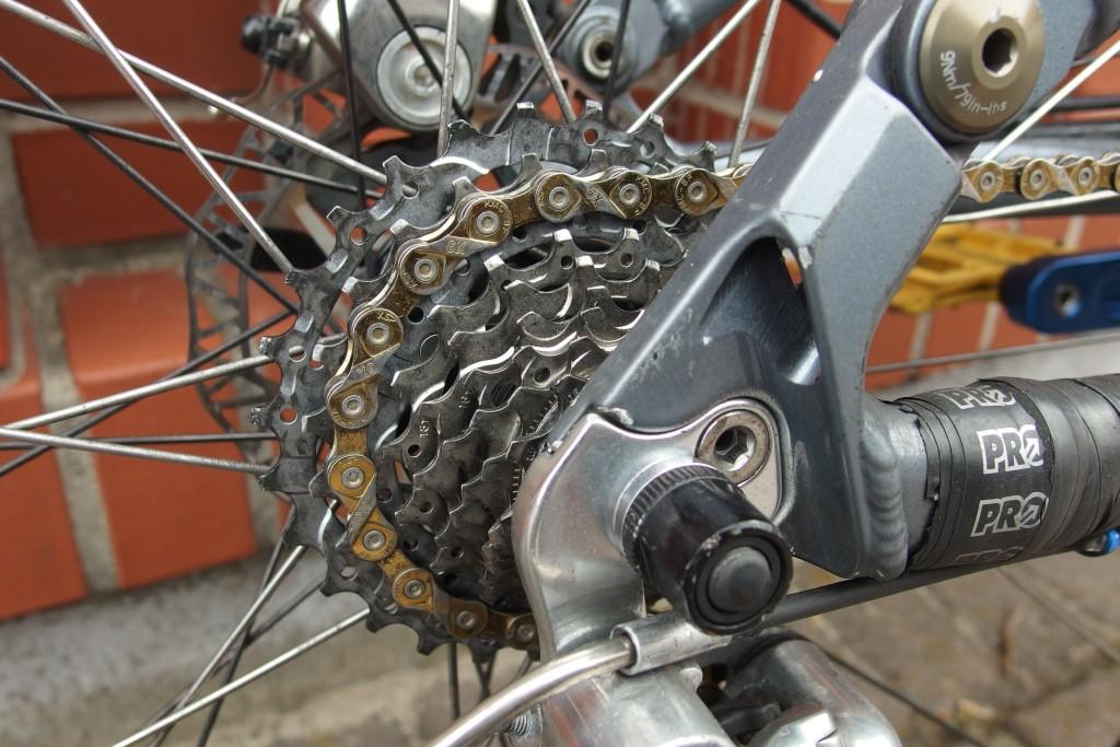 SRAM Eagle XX1 12 spd - black chain or gold-scraped_off.jpg