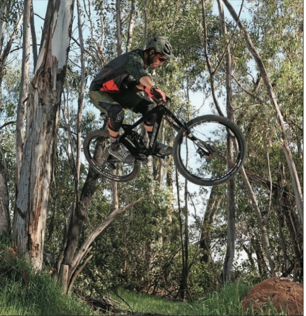 Good looking bike on mtb action mag cover this month-screen-shot-2016-05-16-7.48.35-am.jpg