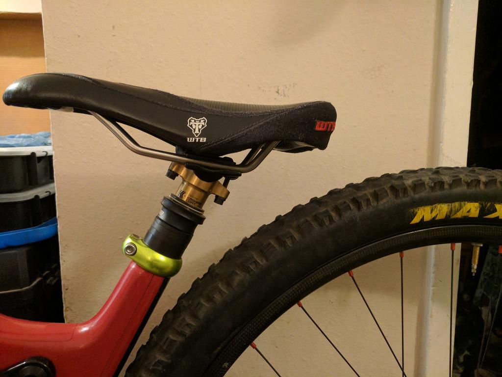 Santa Cruz Hightower-seat-wheel-saddlebag-clearance.jpg