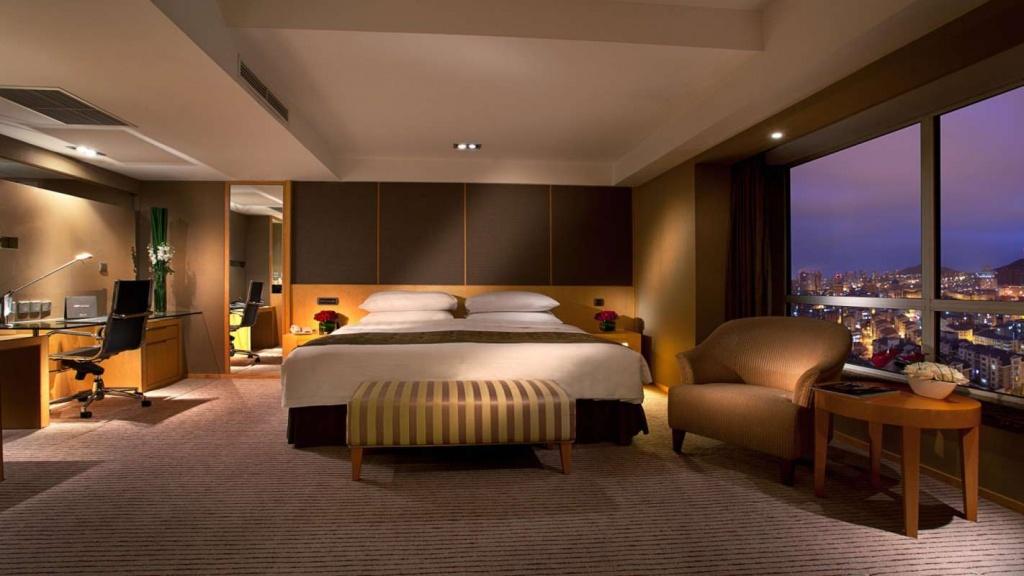 Wren 150mm Tuning/Setup Guide-setheight800-deluxe-room-bedroom.jpg