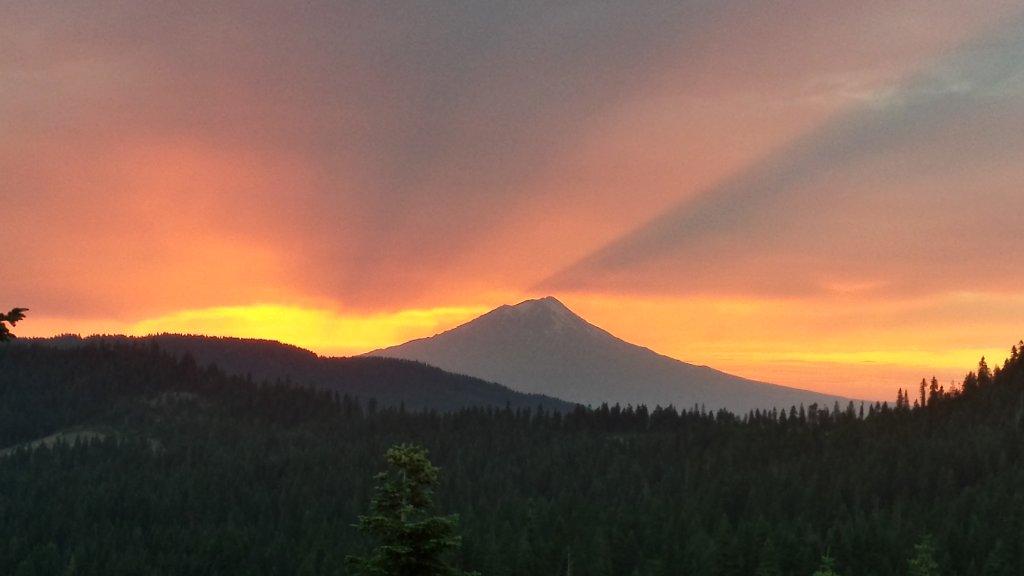 Sunrise or sunset gallery-shasta-sunset.jpg