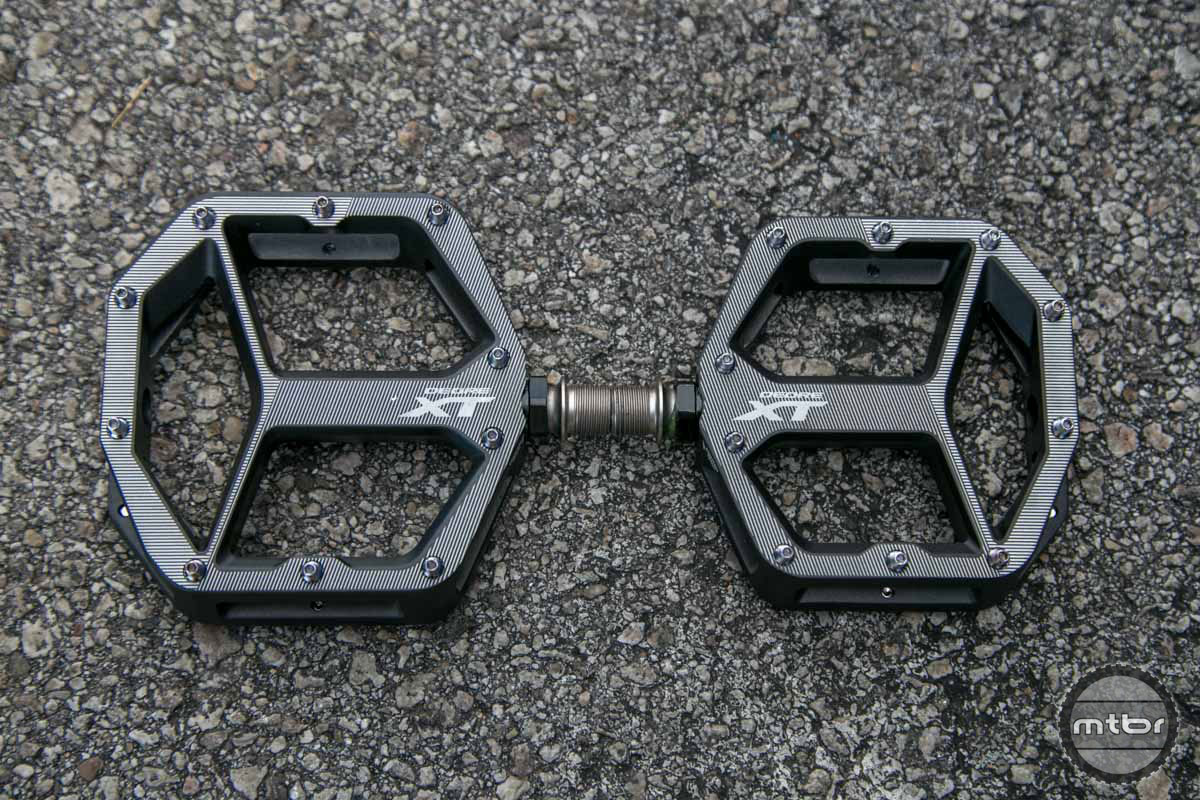 Shimano XT Flat Pedal.
