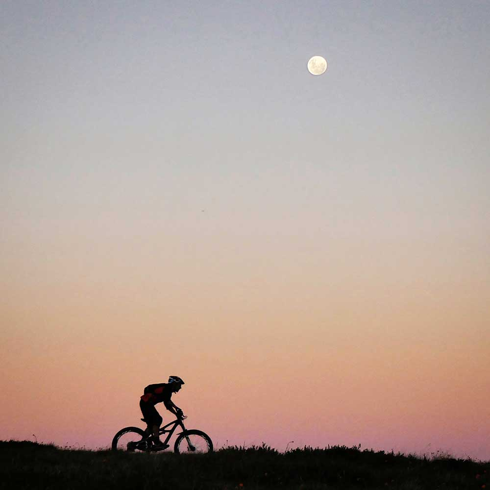 One picture, one line.  No whining. Something about YOUR last ride. [o]-silverymoon.jpg