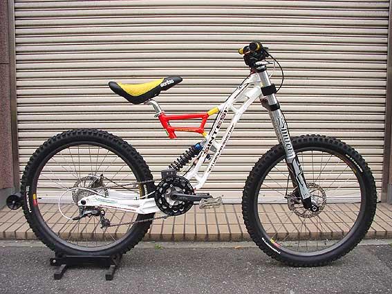 Old School DH bikes-sintesi-bazzoka-01.jpg