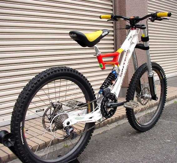 Old School DH bikes-sintesi-bazzoka-03.jpg