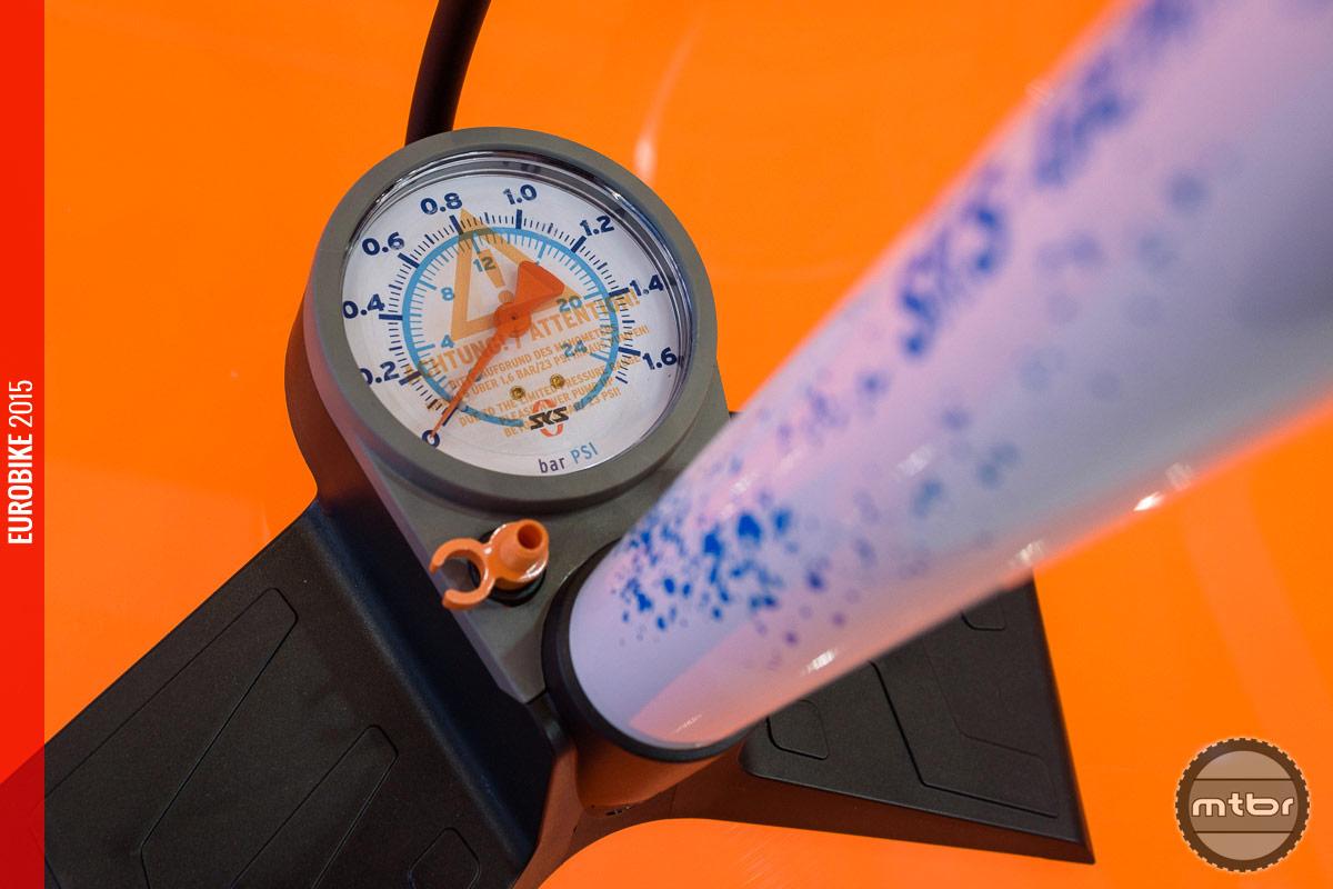 The gauge of the SKS Big Wheel floor pump.