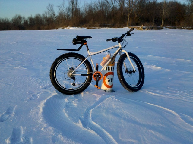 Fatbike foray, half-fat hold over-snow-wake_2.jpg