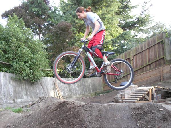 Flightline into a DJ/Urban bike?-spam_over_berm_600.jpg