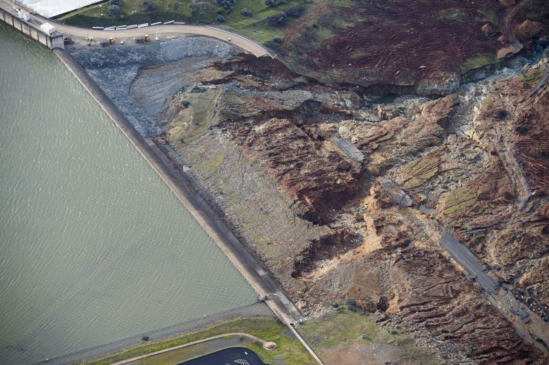 OT: The Oroville Reservoir situation-spillway-erosion2.jpg