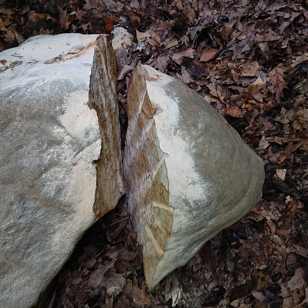 Fracturing Large Rocks-split-rock.jpg
