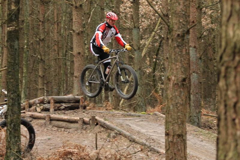 Fat Bike Air and Action Shots on Tech Terrain-springen.jpg