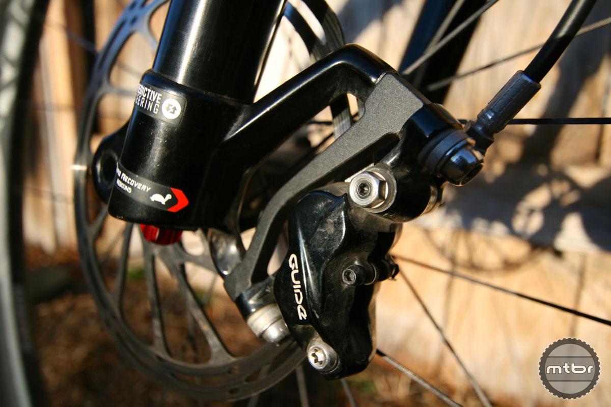 The same four-piston caliper on the XO Trail is featured on the Guide RSC.