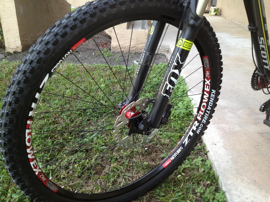 Stan's Flows with Hope Evo Hubs-stansfront.jpg