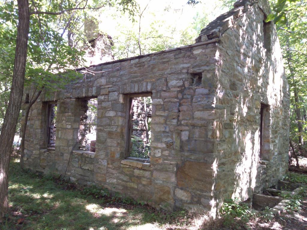 History of old stone house on Salamander trail?-stonehouse_zps341d8bfe.jpg