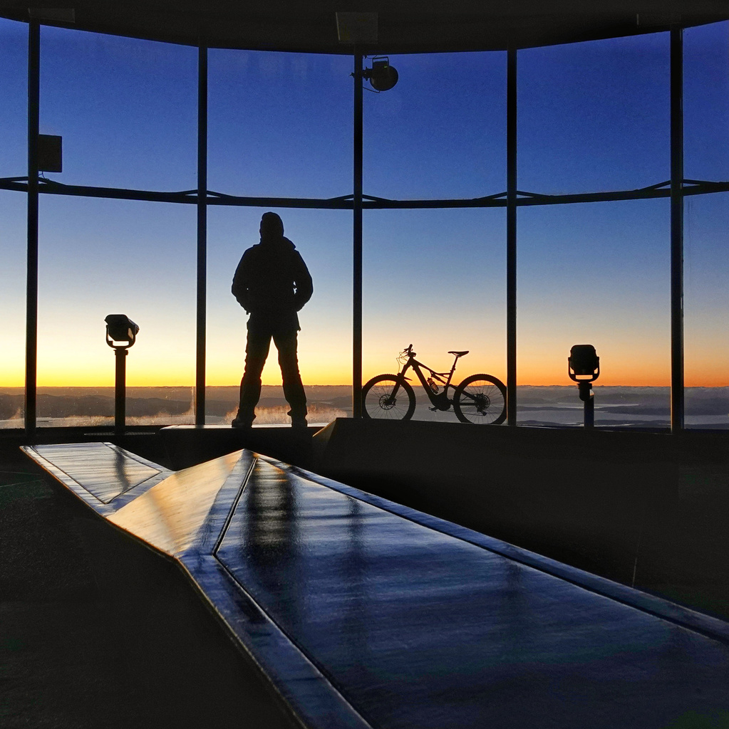 One picture, one line.  No whining. Something about YOUR last ride. [o]-sunrise-first-day-winter.jpg