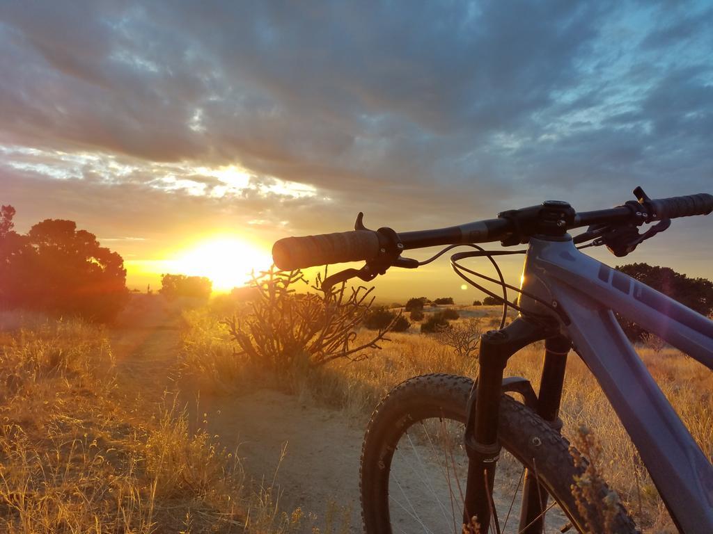 The NM Trail Pix Thread-sunset-foothills.jpg