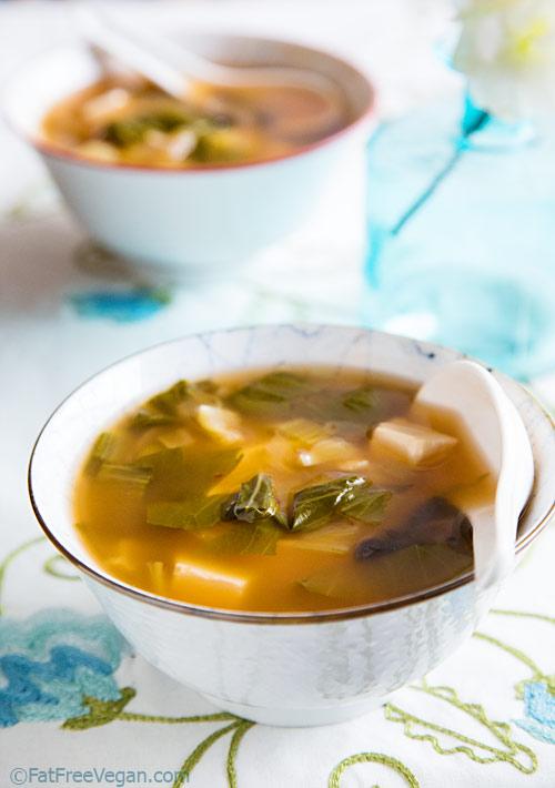 Vegetarian / Vegan / Raw recipes & chat-superfoods-soup1.jpg