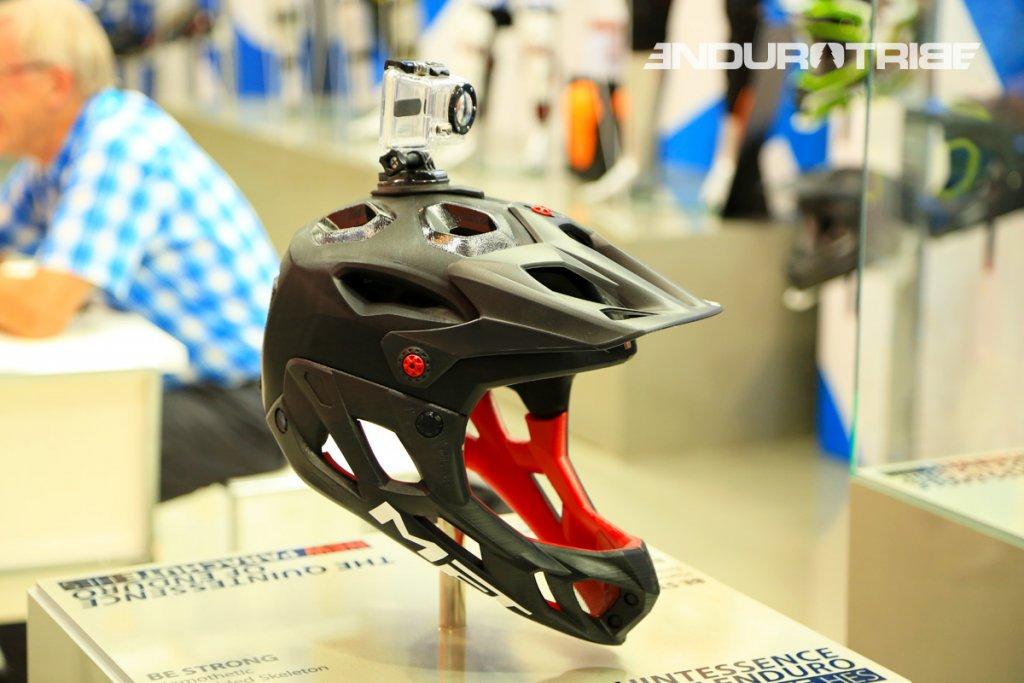 Lightweight and well vented full face helmet-t28a2273.jpg