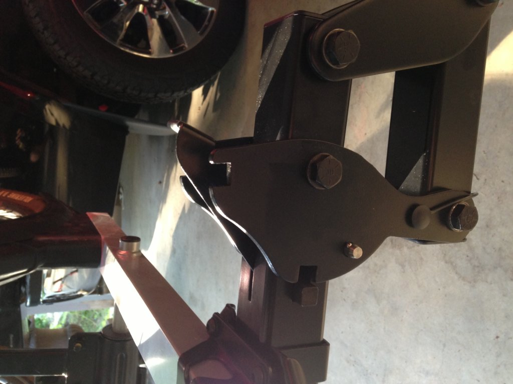 question for someone with a folding Thule T2 hitch mount rack-thulet2.jpg