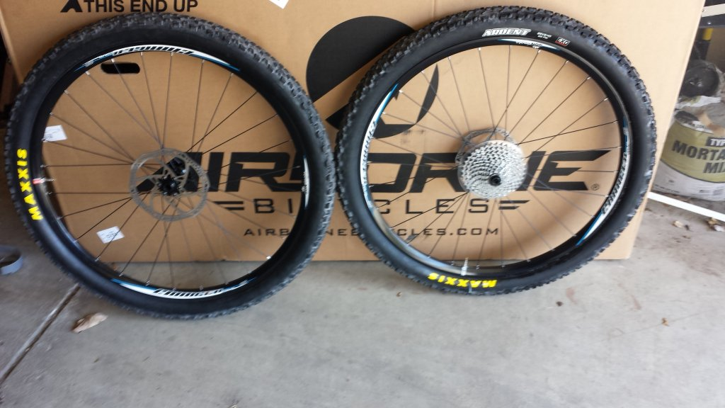 Turned my EVO tubeless today! Wow!-tire1.jpg