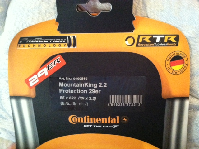 Continental Mountain King 2.2 Protection RTR Black Chili-tirecont.jpg