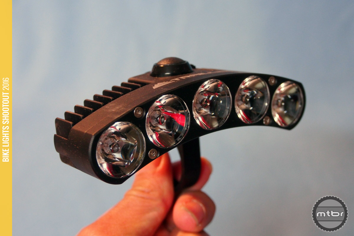 Trail LED DS sports first-rate construction.