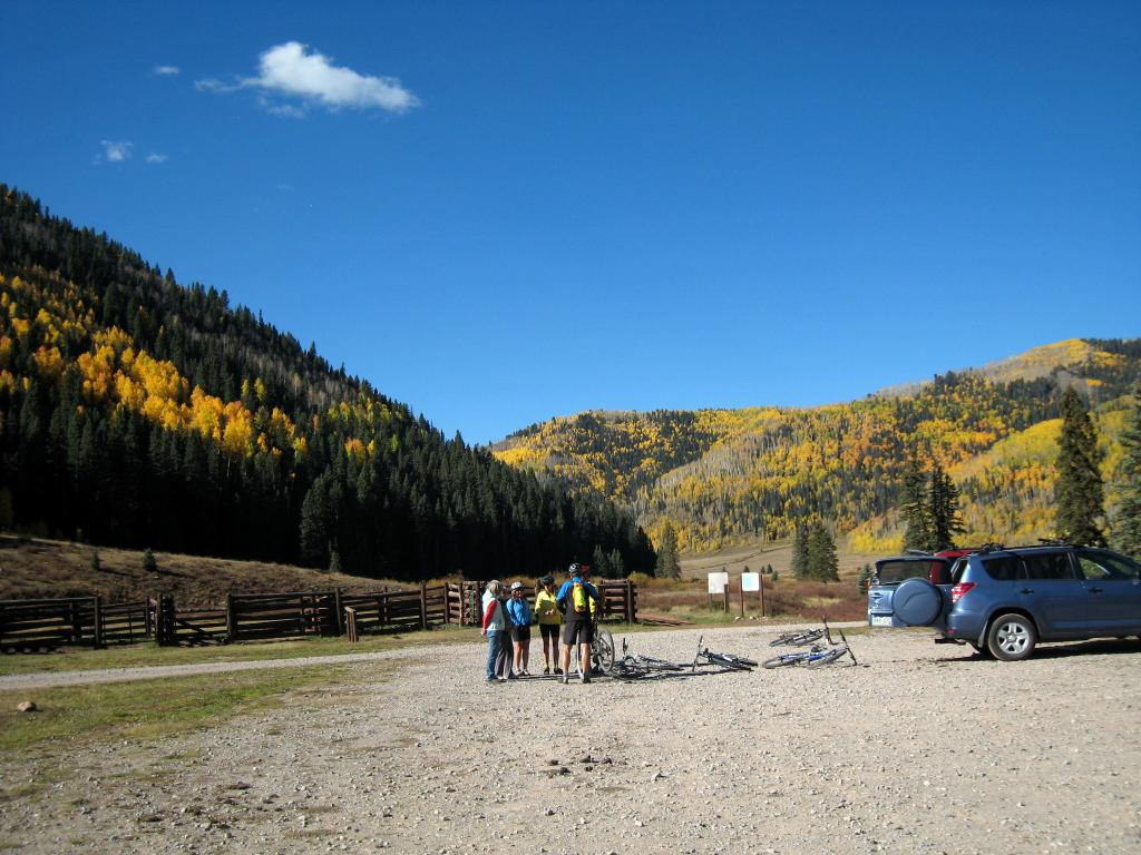 Fall pictures-trailhead.jpg