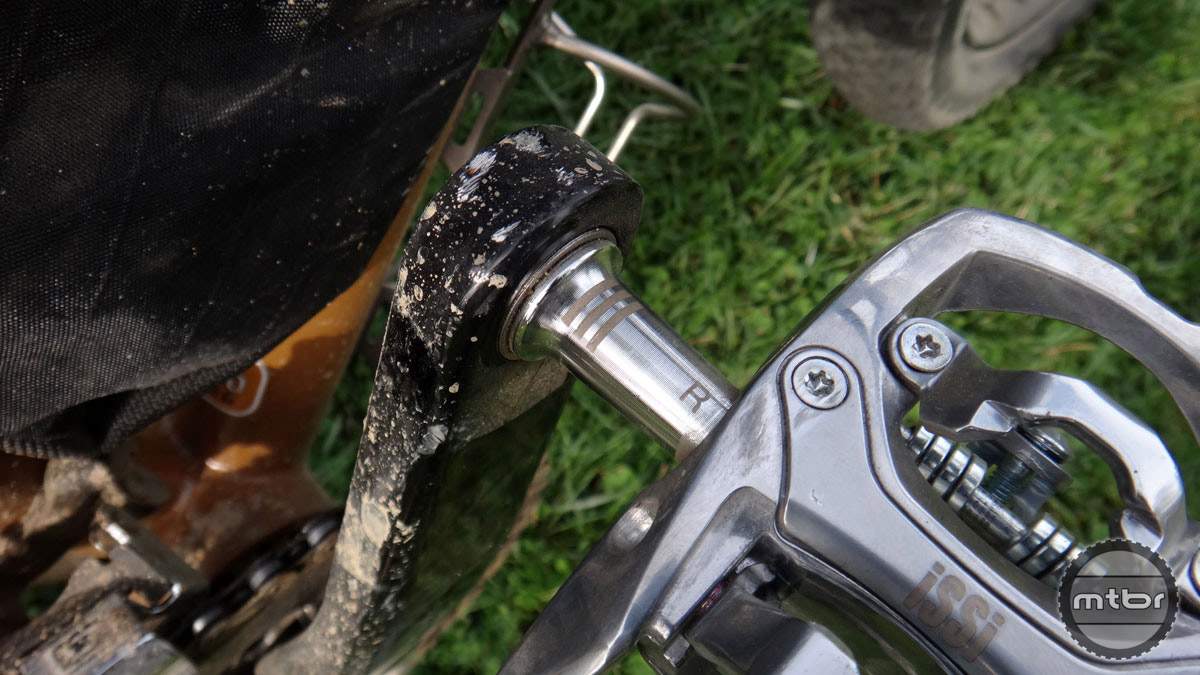 """iSSi's attention to detail is evident on the Trail Triple with laser etched """"R"""" and """"L"""" to help users quickly install pedals. The three hashes signify the three internal bearings."""