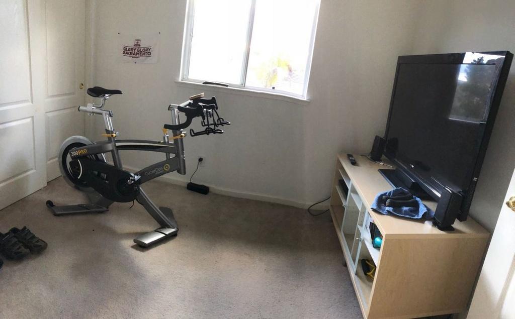 Let's see your bike trainer or indoor setup-trainer.jpg