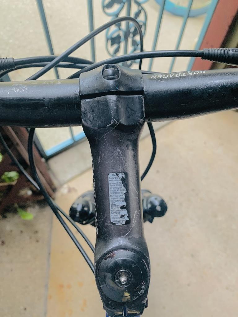 Trek Fuel 80  *PICS* Help me figure out stem specs, size Trek-trek-1.jpg