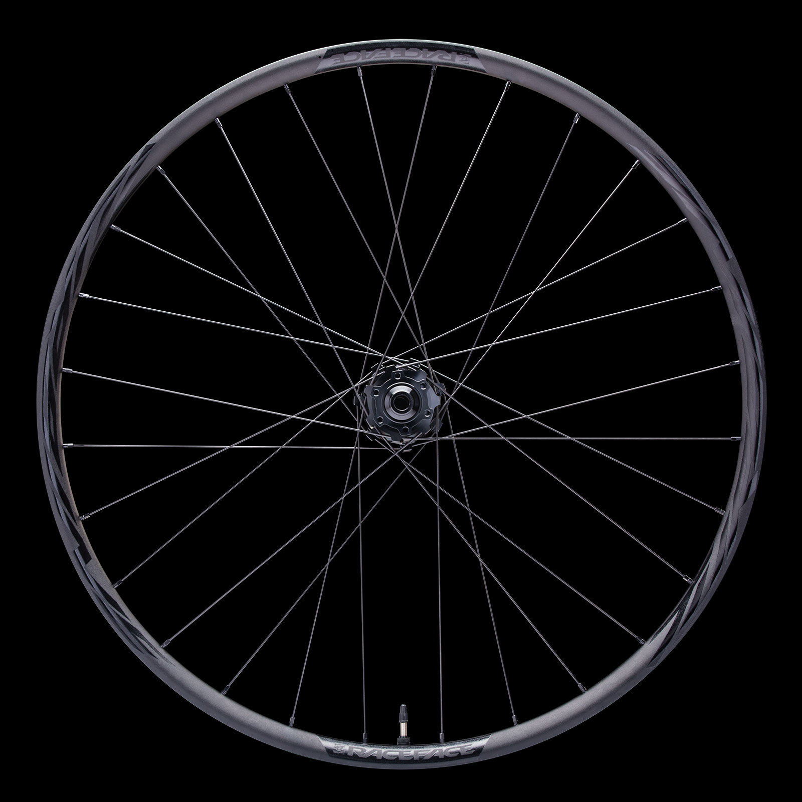 The Tubrine R wheelset has 28 spokes front and rear. Lacing is 3-cross.