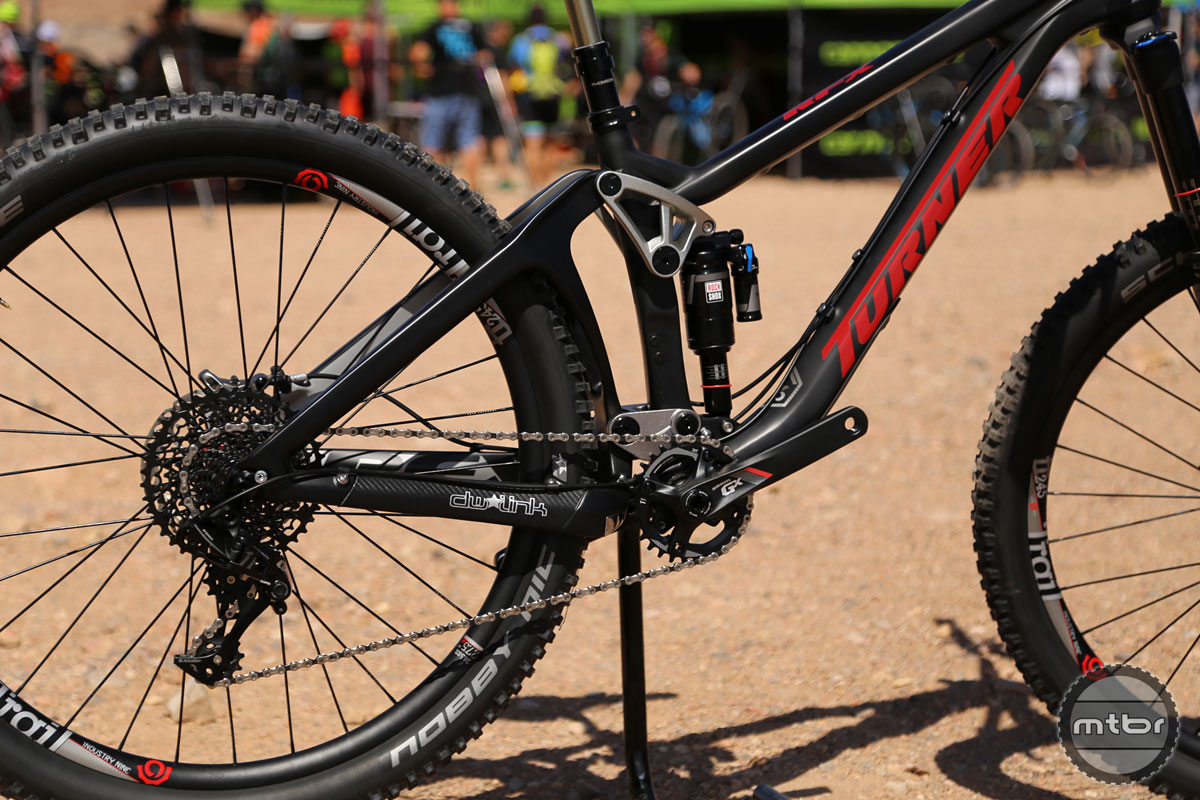 We're happy to report the RFX utilizes a threaded bottom bracket!