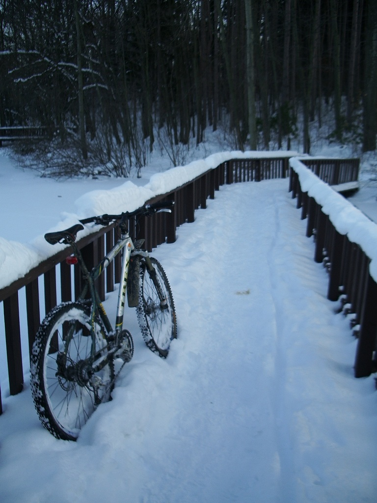 30 degrees and sunny, perfect riding weather!-twinlakes-025.jpg