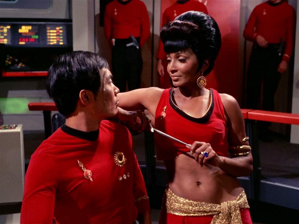 Star Trek passion-uhura_distracts_hikaru_sulu_-mirror-.jpg